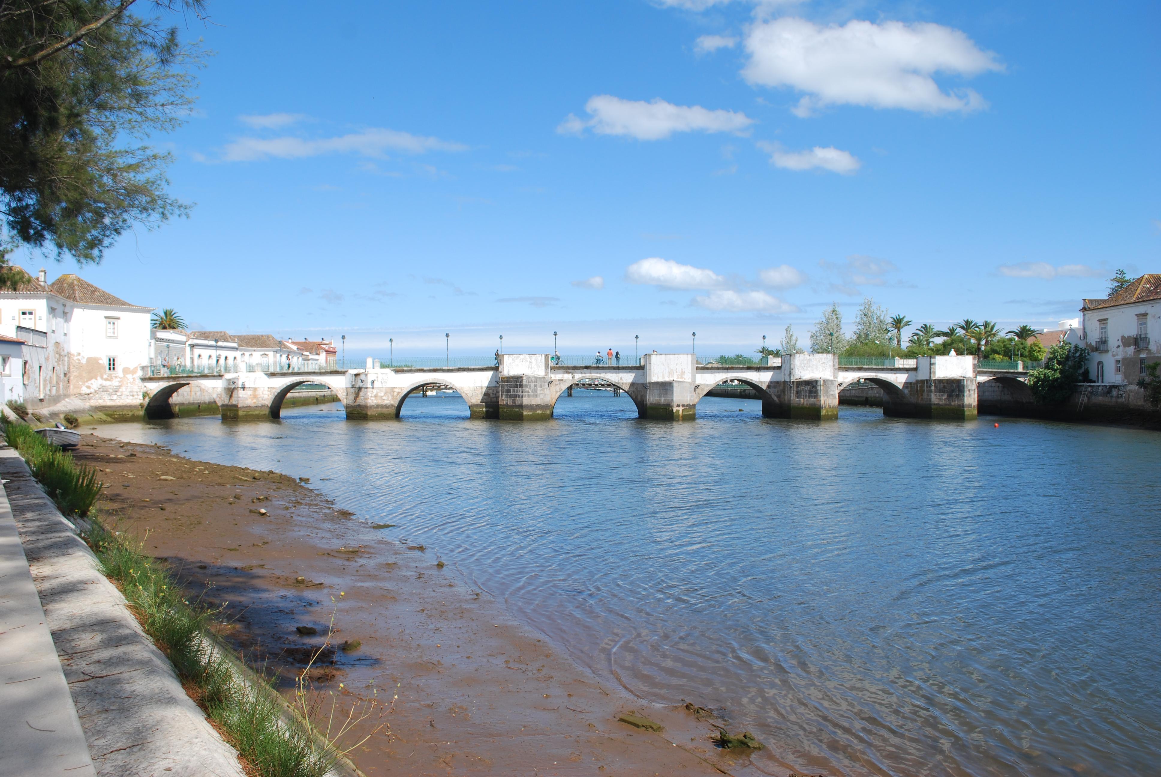 Ponte antiga sobre o rio Gilao