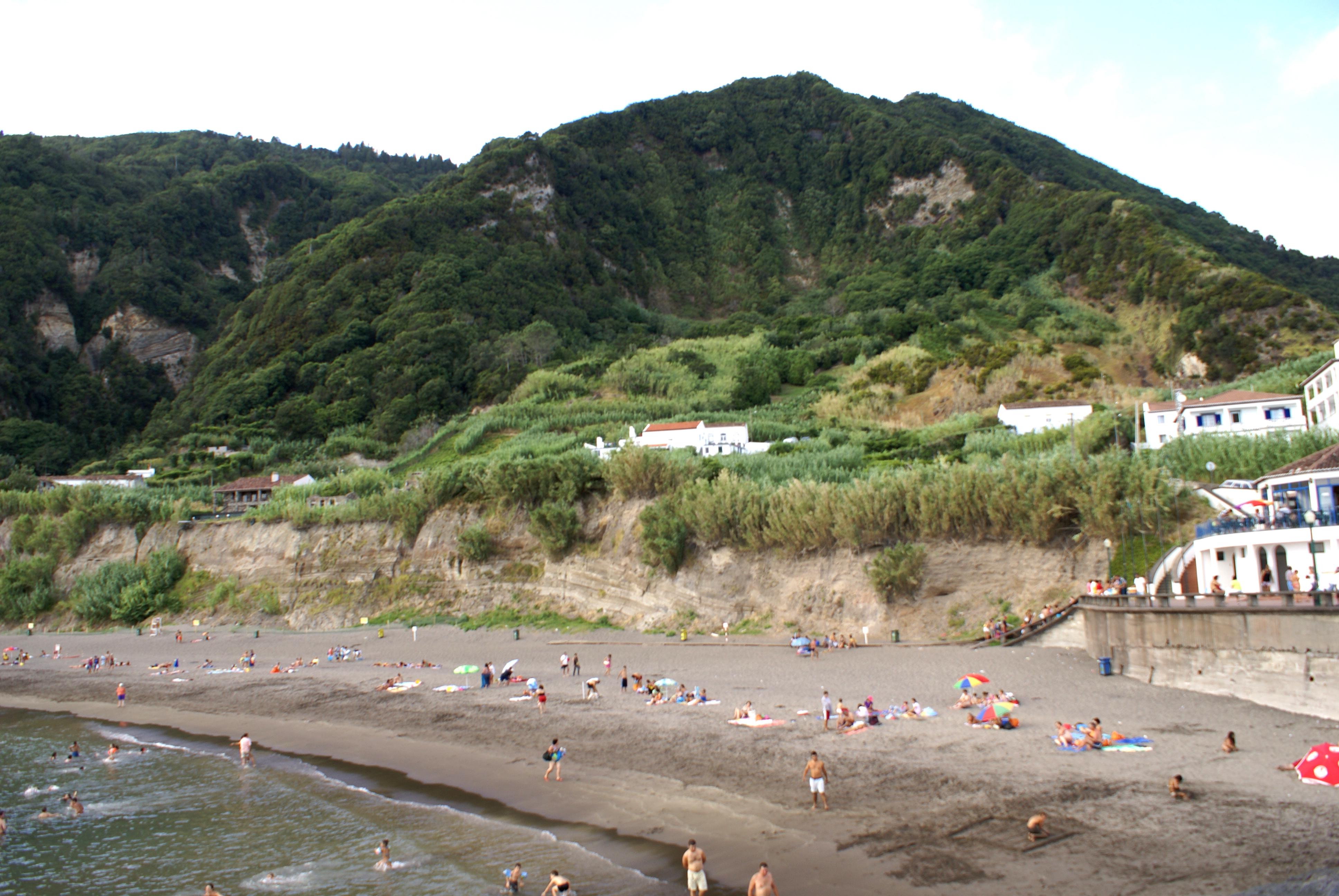 Praia do Fogo Ribeira Quente