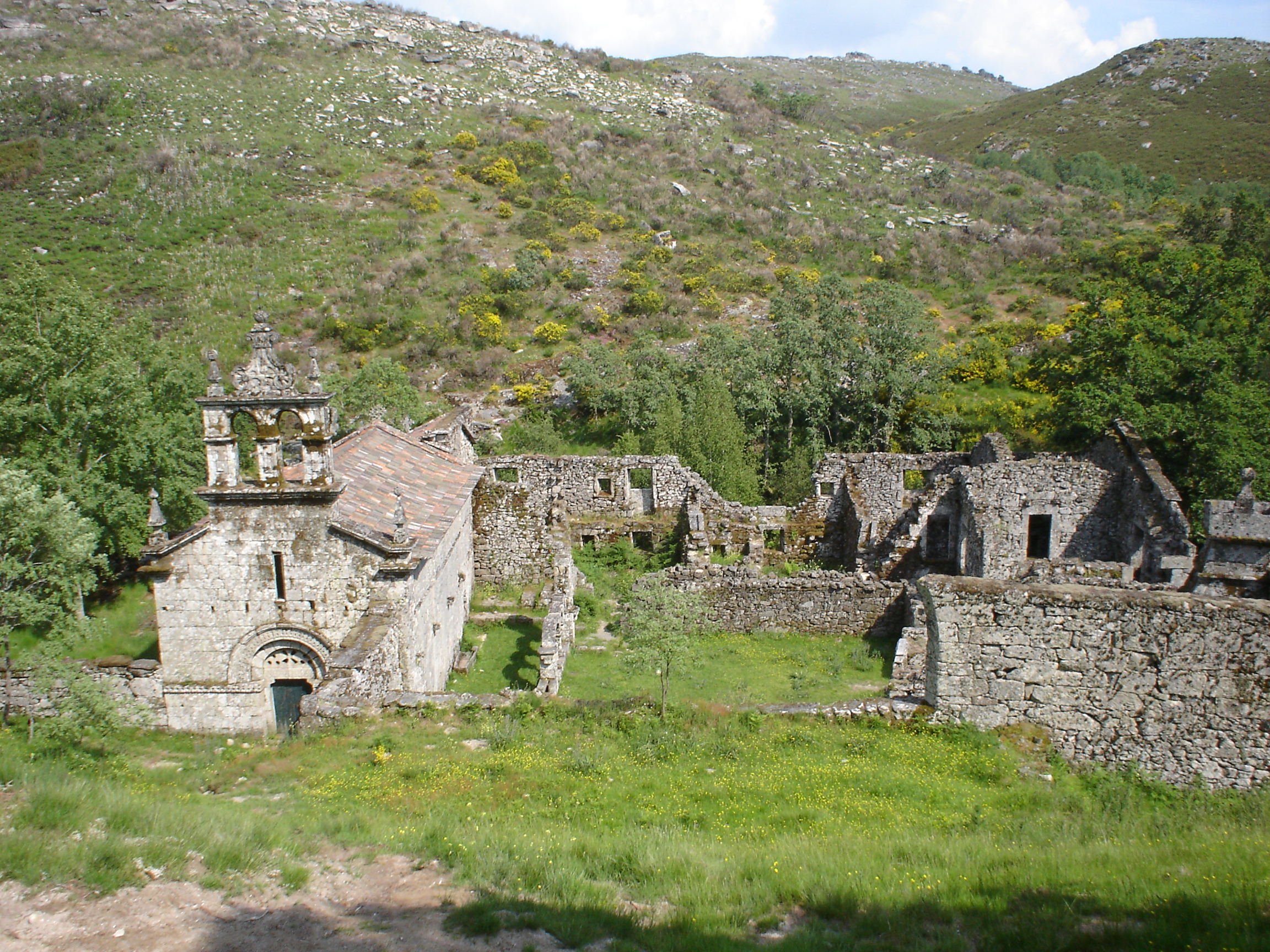 Mosteiro de Santa Maria das Junias
