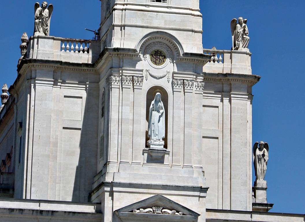 Estatua do Imaculado Coracao de Maria