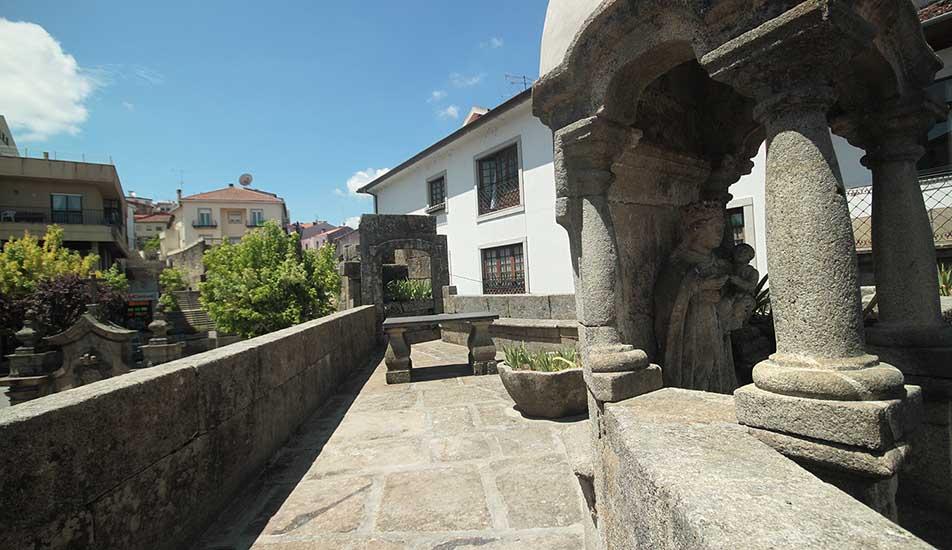 Porta do Soar e Muralha Afonsina