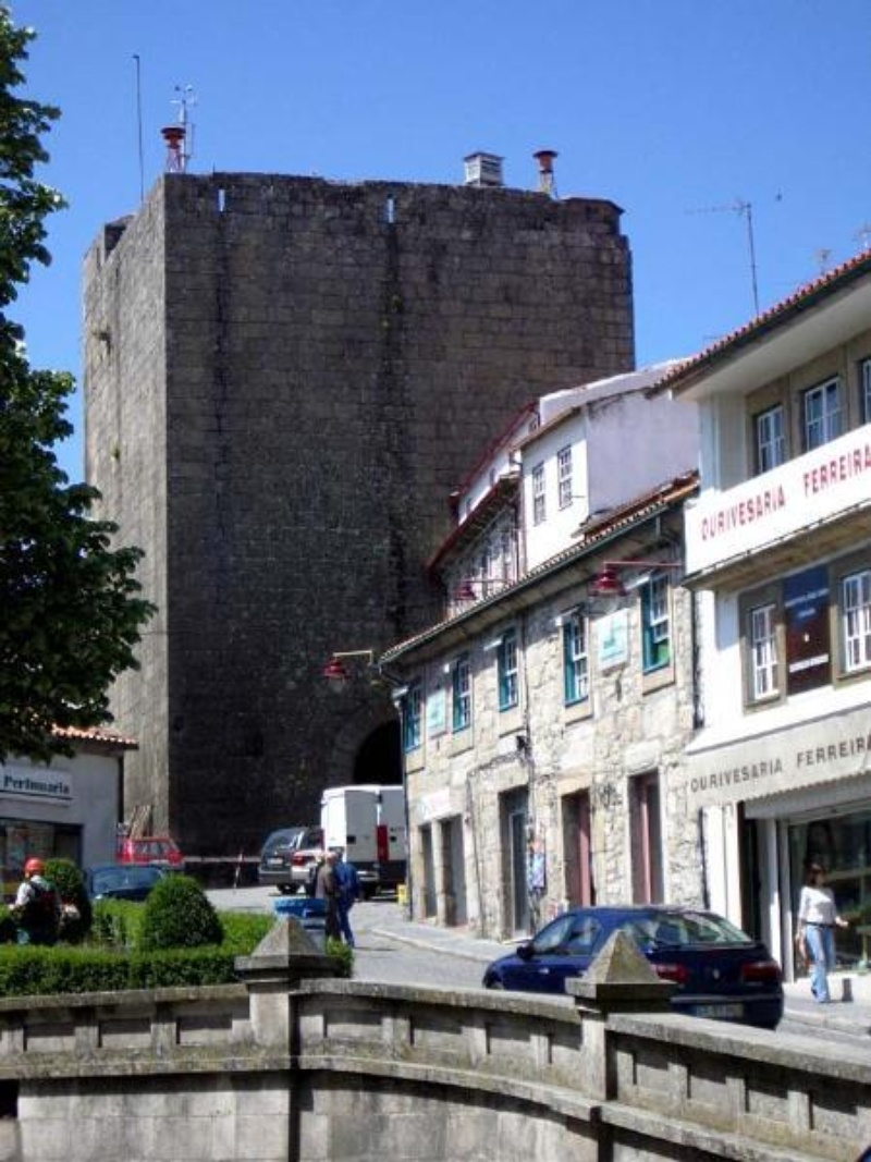 Porta e Torre dos Ferreiro